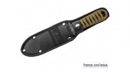 Couteau de defense Cold Steel cache dans une brosse a cheveux Honey Comb